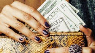 TLMD-dinero-cartera-billetera-money-shutterstock-240034507