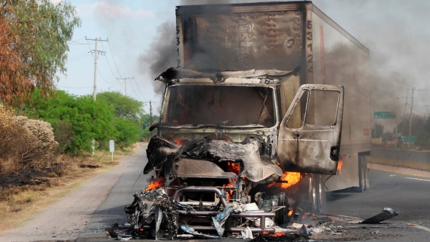 Tráiler quemado en carreteras de Guanajuato