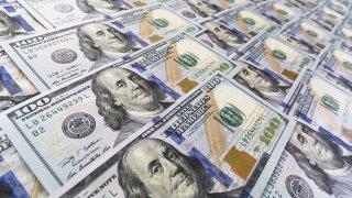 Foto genérica de billetes de $100 de Estados Unidos.