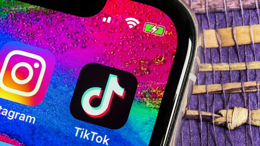 Foto de la aplicación de Tik Tok instalada en un teléfono.