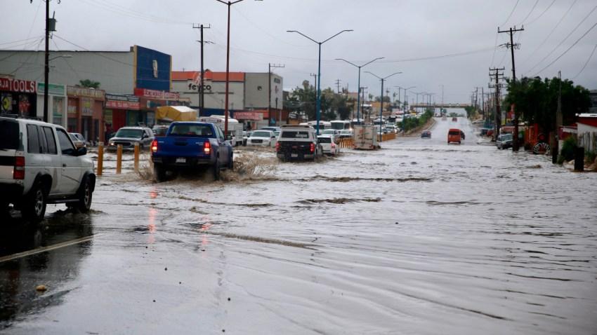 Calles inundadas en Baja California Sur