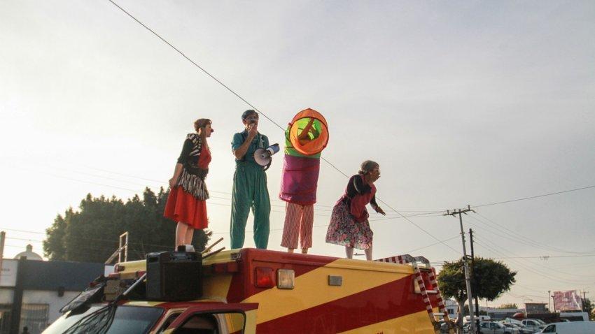 Actores de un circo itinerante en Tijuana