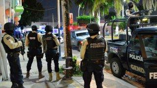 Agentes policiales en un operativo