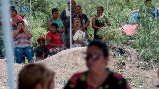Familiares de los mineros que murieron al derrumbarse una mina acompañaron siempre el rescate
